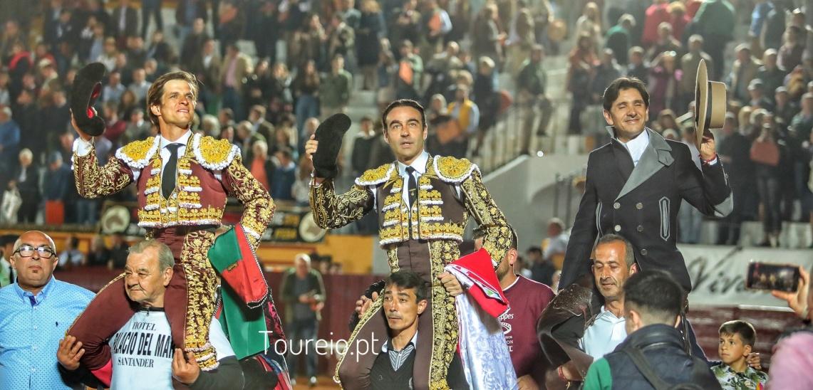 Terceiro festejo de Olivença:Terna em ombros