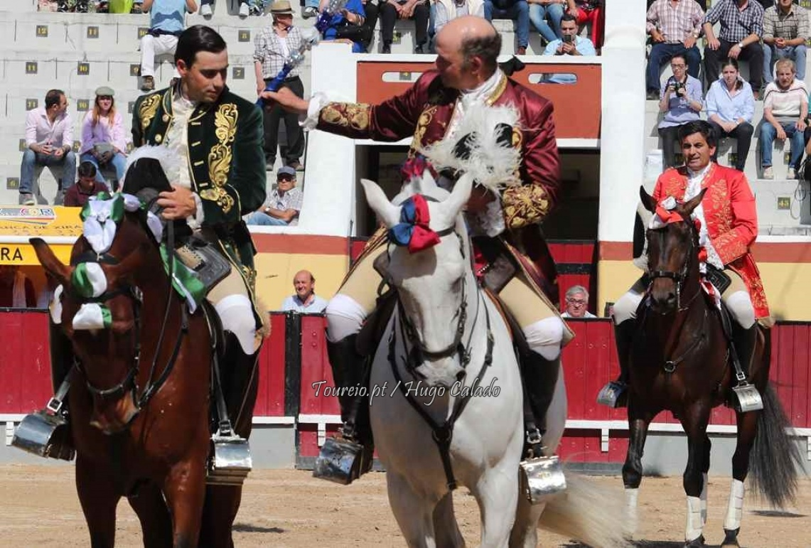 Vila Franca: Em dia de alternativa...houve touros... houve emoção e venceram os forcados de Coruche