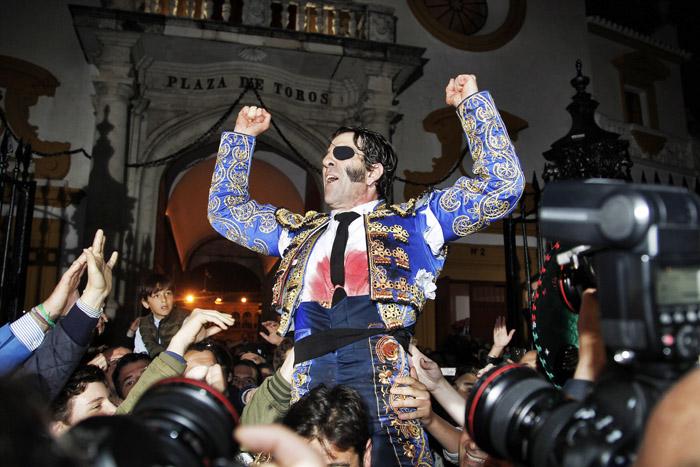 Padilla a sair pela Porta do Príncipe em Sevilha - Foto: D.R.